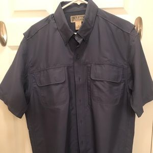 Duluth Trading Co. Men's Casual Vented Shirt Med